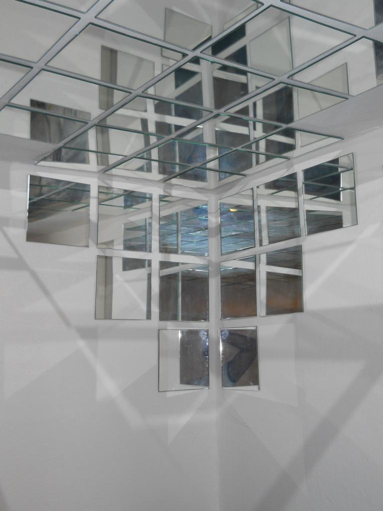 Specchi sul soffitto il compromesso tra voyeurismo e - Posto con molti specchi ...
