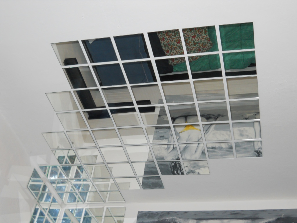 Specchi sul soffitto il compromesso tra voyeurismo e for Camera da letto sopra il garage