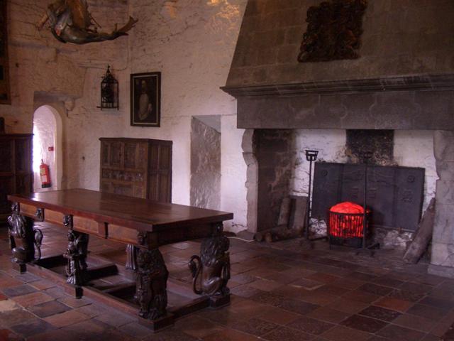 Stonehenge arredamento gotico for Arredamento stile gotico