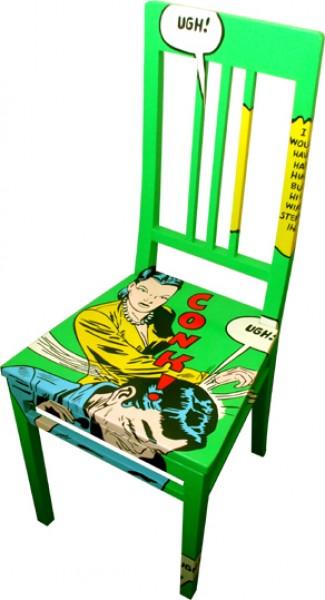 Dopo un primo restauro le sedie vengono interamente dipinte, con ...