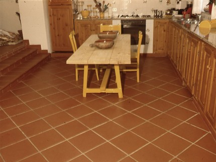 Arredamento rustico per dare calore domestico alla casa for Pavimenti da cucina moderna