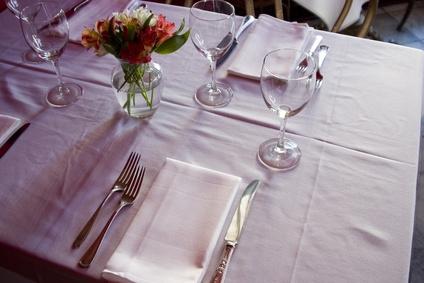 La posizione dei bicchieri di vino a tavola - Posizione posate a tavola ...
