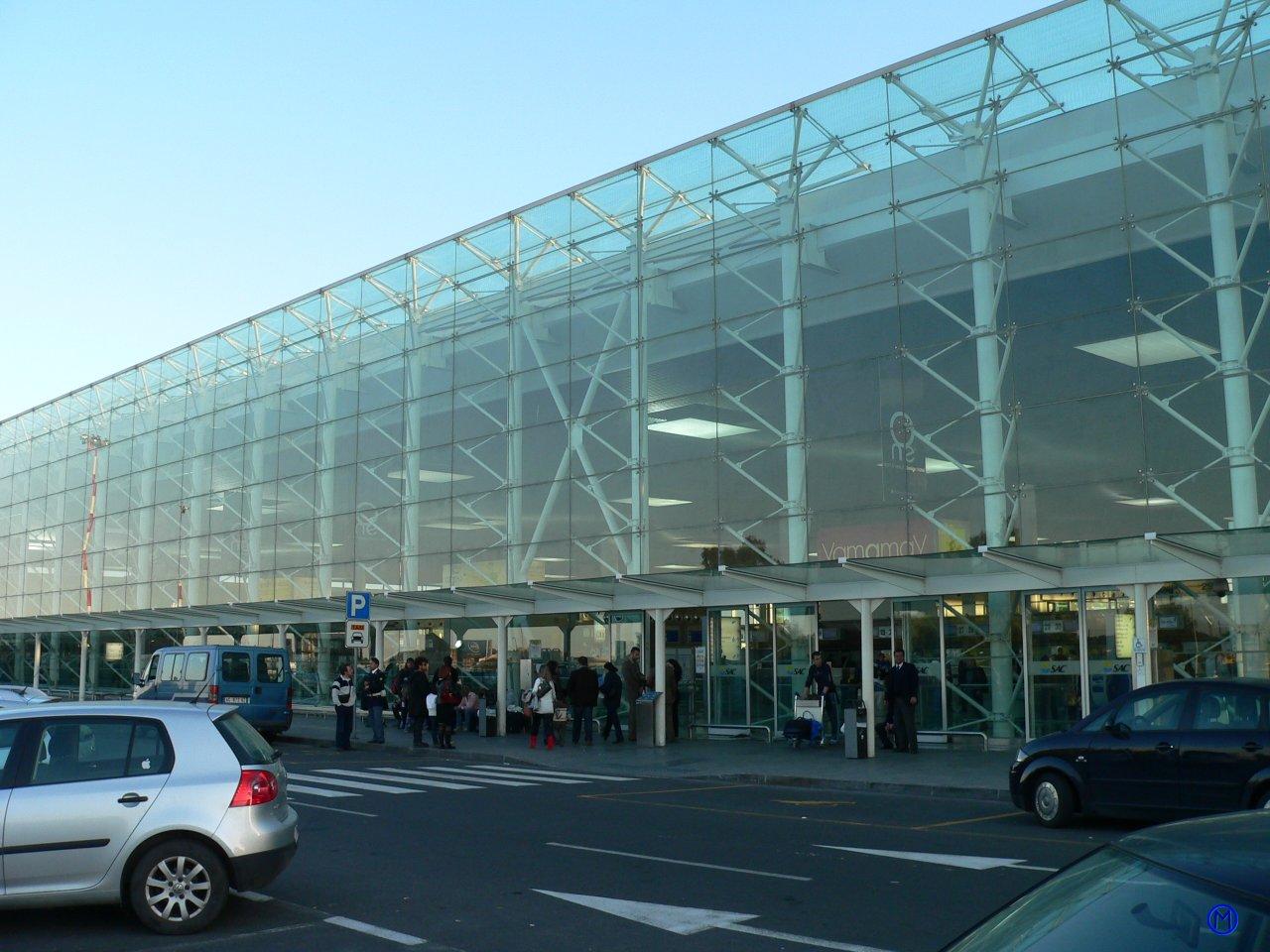 Catania, lancia coltello nella sala partenze dell'aeroporto: denunciato$