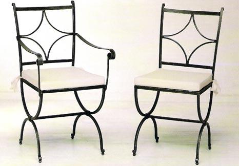 Nuovo tipo di sedie in ferro battuto dalle forme geometriche ...