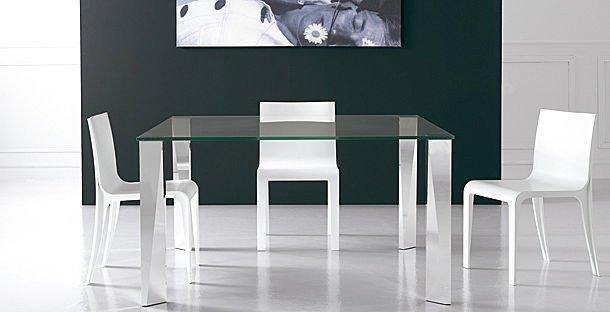 Tavoli e sedie: modernità ed eccentricità