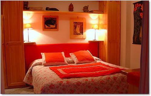 Moderna camera da letto Medium - Notizie.it