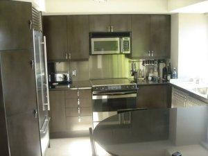 Cucina in acciaio inox di piccole dimensioni - Cucine in acciaio per casa ...