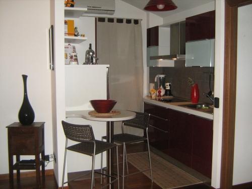 Cucina moderna di piccole dimensioni for Arredare cucine piccole dimensioni