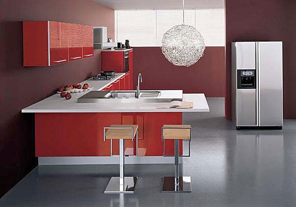 Cucina moderna brillante laccata rossa for Cucina moderna abbonamento