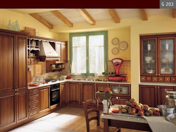 cucina classica realizzata con legno pregiato tipica essenza elegante ...