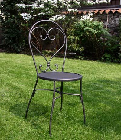 Una sedia in ferro battuto arte nuova e estetica for Sedie da giardino in ferro battuto