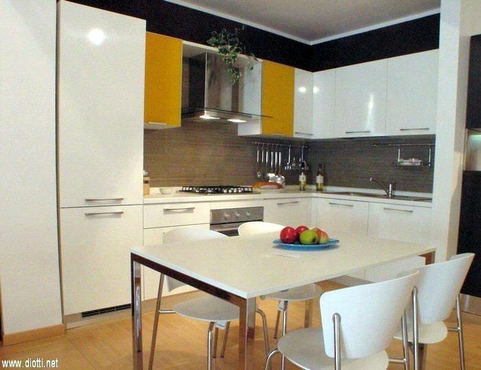 La ditta arredamenti diotti propone moderna cucina for Diotti arredamenti