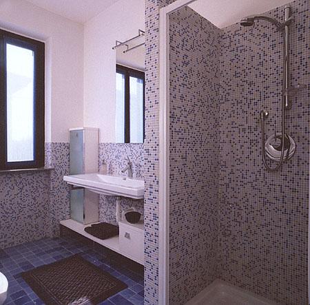 Stupendo mosaico realizzato in bagno moderno ed avveniristico - Bagno moderno mosaico ...
