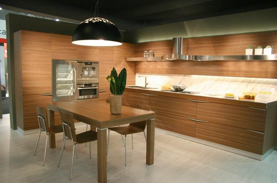 Moderna e rivoluzionaria cucina modello time in noce for Cucina moderna abbonamento