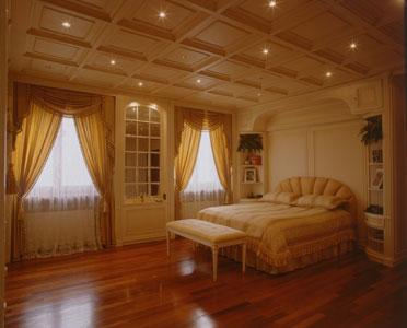 Moderna ed elegante camera da letto, realizzata da artigiani esperti ...
