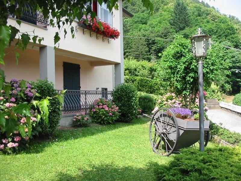 Casa con giardino pieno di vita - Case belle con giardino ...