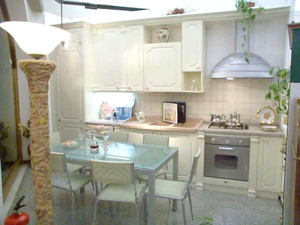 Moderna Ed Innovativa Cucina : Moderna ed innovativa cucina bianca ...