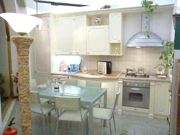 Modernissima ed esclusiva cucina color bianco avorio ...