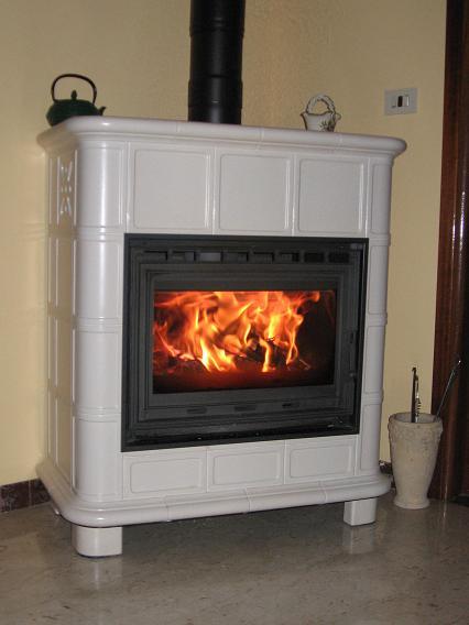 Stufe Colari presenta esclusiva stufa a legna in ceramica - Notizie.it