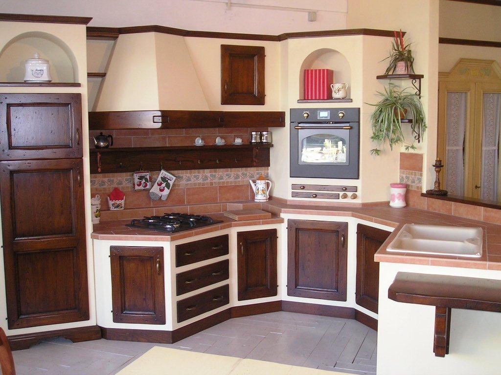 Classica cucina in muratura for Esempi di cucine in muratura