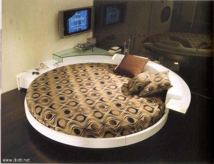 Moderno ed esclusivo letto rotondo proposto dalla ditta for Diotti arredamenti