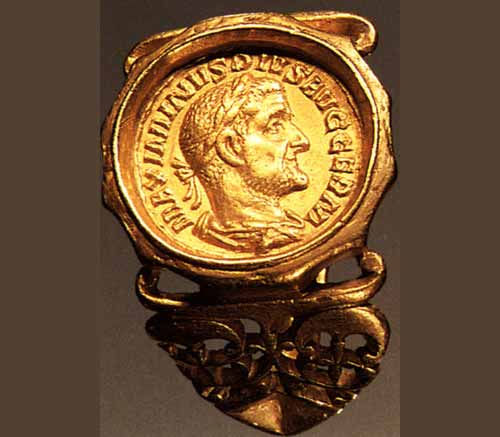 I romani e la passione per gli anelli