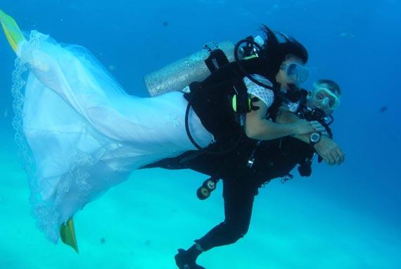 Matrimonio subacqueo da guinness all'isola d'Elba