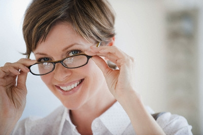 Tagli capelli corti per donne con occhiali