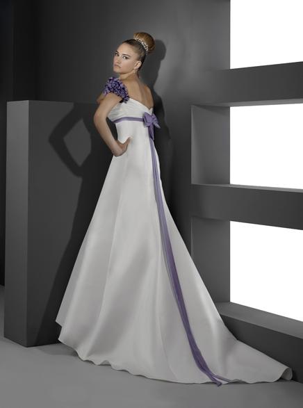 online store 545a4 b40c7 Abito da sposa e scarpe da sposa: dettagli con fiori ...