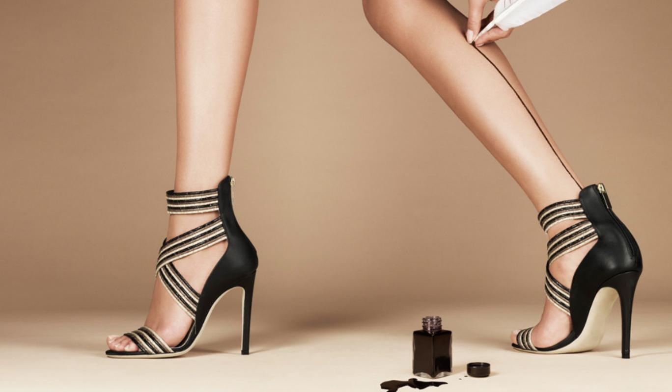 Di scarpe da donna economiche non ci si stanca mai! Una scarpiera comprendente le calzature adatte alle singole occasioni è un must per ogni donna e praticamente ognuna di loro possiede almeno un paio di ciascun modello cult. Numerosissimi i design, altrettanto variegata l'offerta di colori e forme.