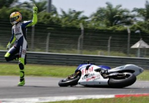 Valentino Rossi caduta 300x207