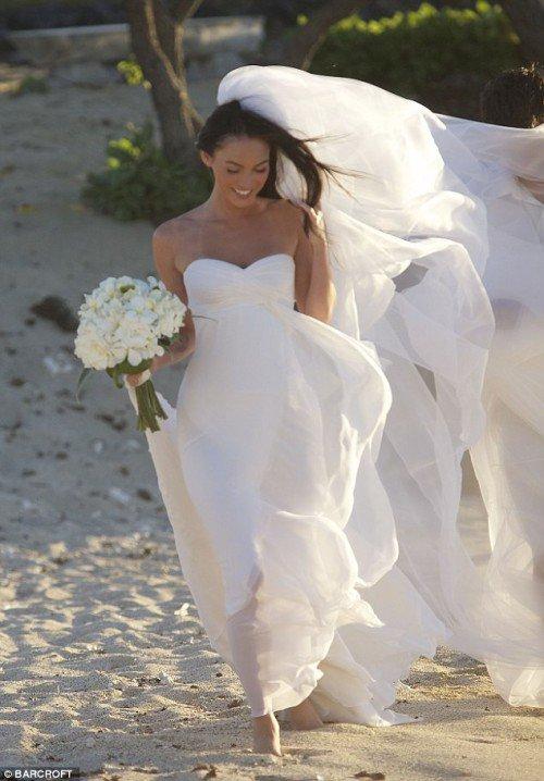 qualità incredibile vasto assortimento accogliente fresco L'abito da sposa Armani privè di Megan Fox | Notizie.it