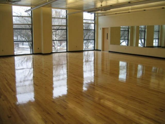 Apri la tua scuola di danza for Arredamento scuola di danza