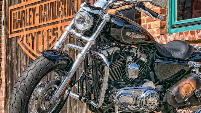 Come rimuovere la batteria di una Harley Davidson