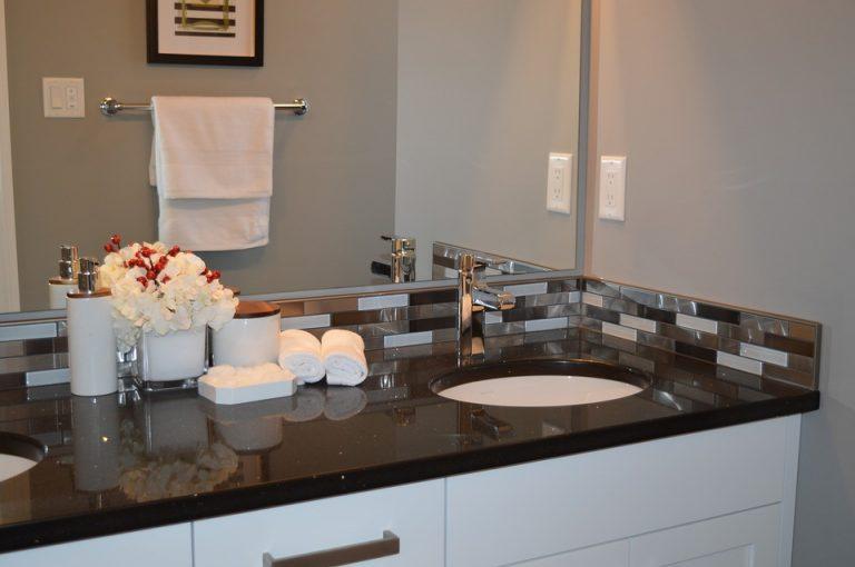 Come rimuovere uno specchio che era incollato su una parete del bagno - Come scaldare il bagno ...
