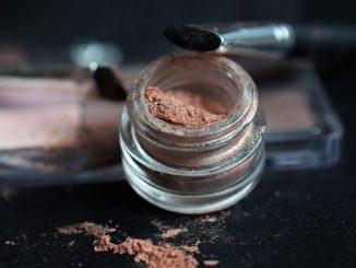 makeup-2409410_960_720