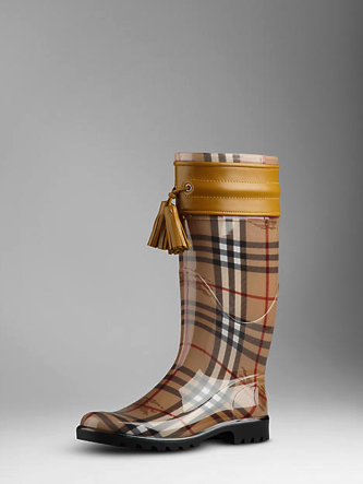 Burberry: stivali da pioggia Haymarket Check con maxi-nappine, Collezione Autunno/Inverno 2011/2012