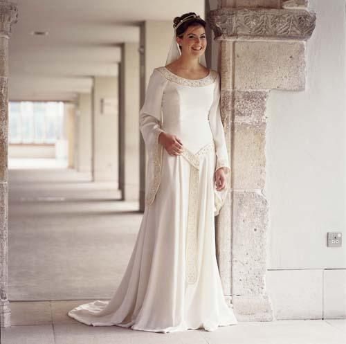 Vestiti Da Sposa 1500 Euro.L Abito Da Sposa Nel 1500 Notizie It