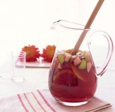 article page main ehow images a05 2f 0m make non alcoholic mock sangria punch 800x800