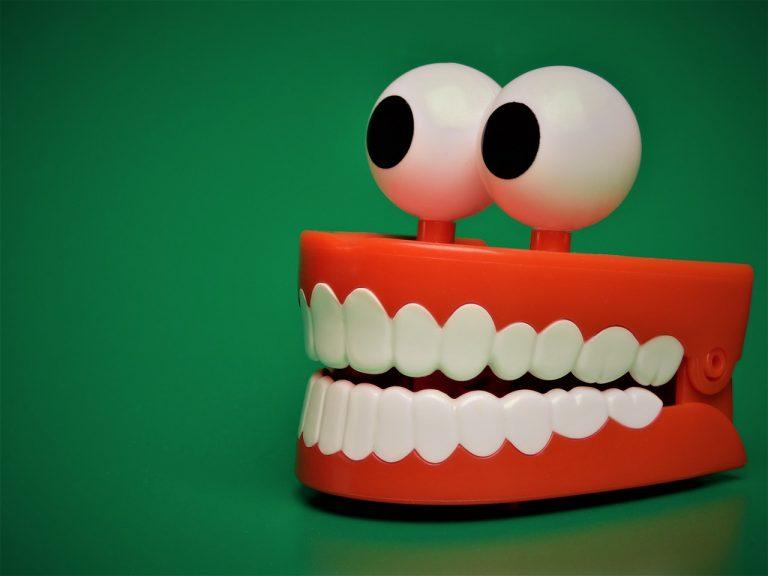 igienizzare le dentiere