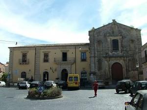 400px Licodia Eubea Rathaus Chiesa del Rosario 300x225