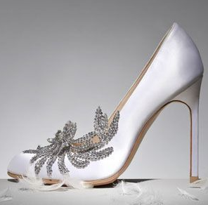 Manolo Blahnik: le Swan Pumps, che indossa Kirsten Steward nella Saga di Twilight, Breaking Dawn