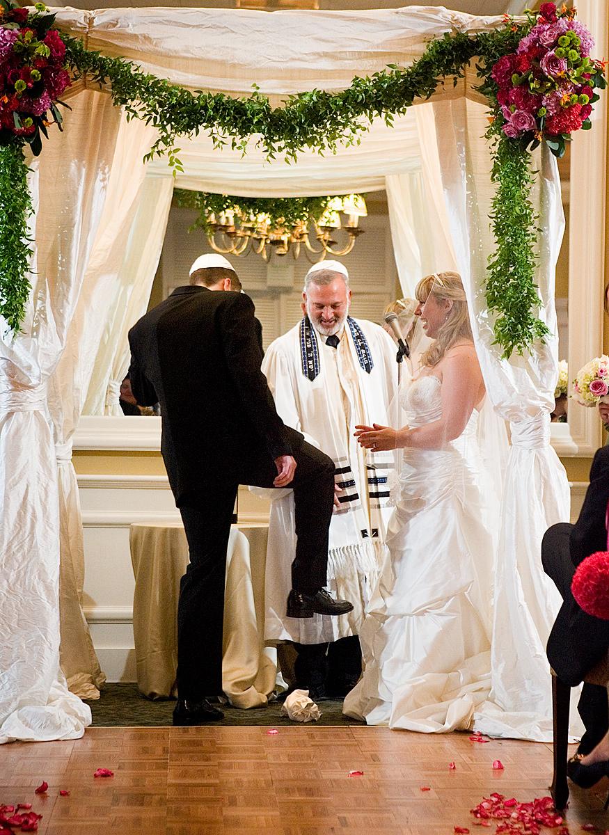 La rottura del bicchiere in una cerimonia nuziale ebraica