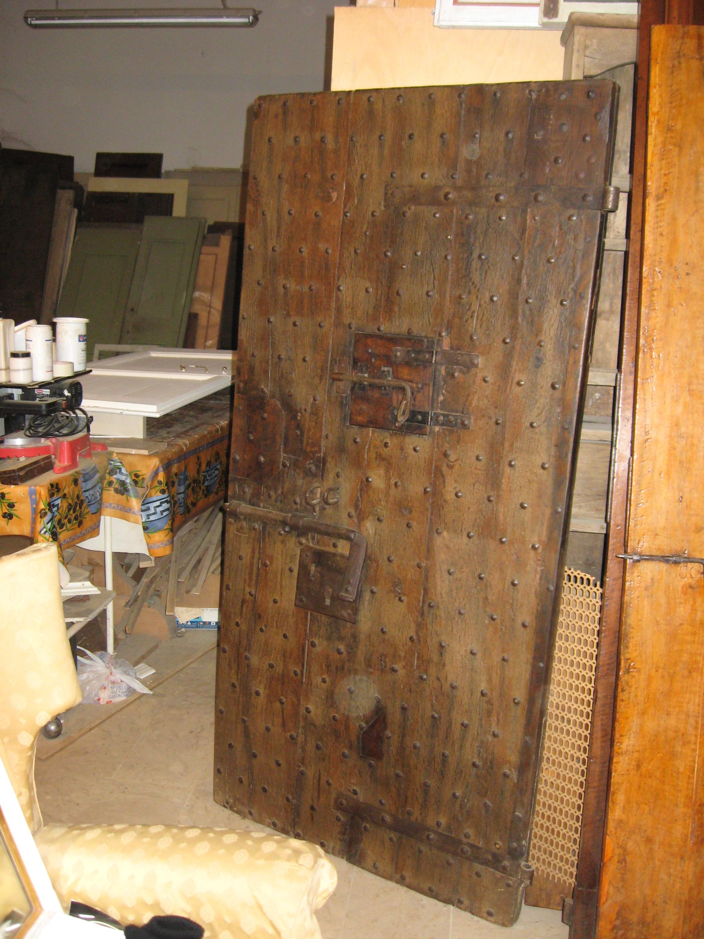 La antica porta di una cella - Tipi di porta ...
