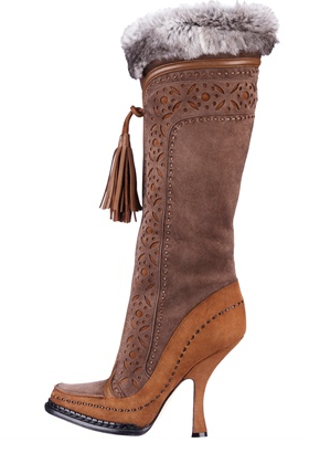 Dior: stivali in suède, pelle marrone, impunture a vista e pelliccia grigia, Collezione Autunno/Inverno 2011/2012