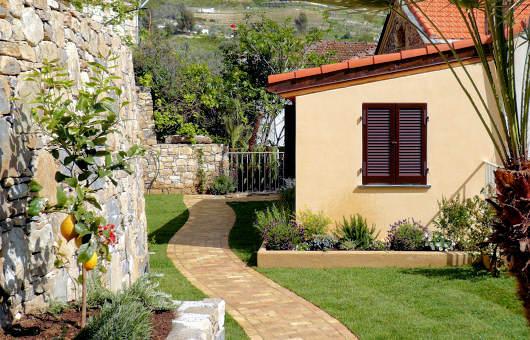Casa Con Giardino Bovezzo : Moderna ed innovativa casa con giardino circostante