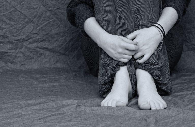 Le cause dell'intorpidimento delle mani durante il sonno