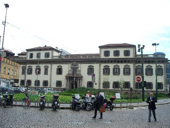 Piazza beccaria e liberty diventano pedonali for Piazza beccaria