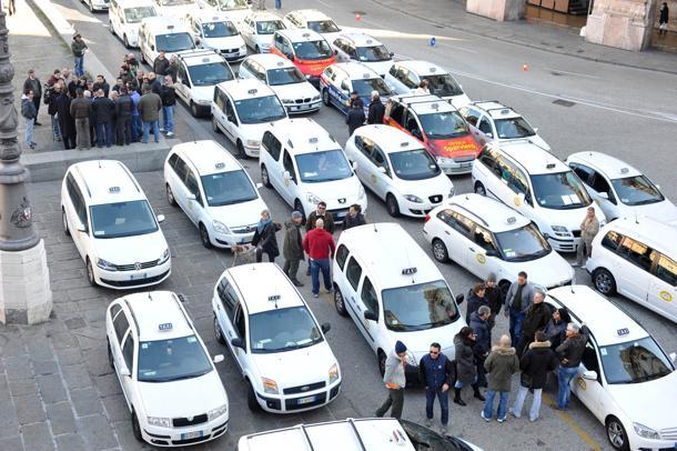 Genova - manifestazione taxisti