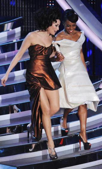 Festival di Sanremo 2012: Skye indossa delle décolletés con tacco altissimo di Christian Louboutin